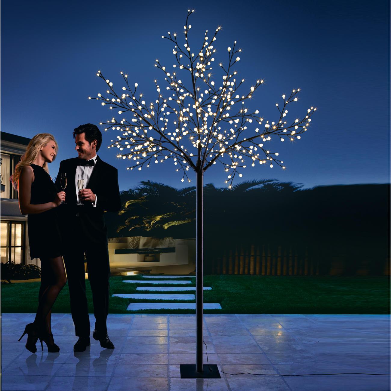 led lichterbaum f r drinnen draussen 2 5 m hoch mit 500 lichtern. Black Bedroom Furniture Sets. Home Design Ideas