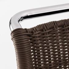 Exakt wie das einstige Geflecht gefertigt: in reiner Handarbeit, absolut ebenmässig, mit haltbar verknüpften, formfesten Rändern.