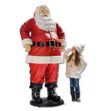 Santa - 1,88 Meter gross und wetterfest. Lässt Kinderaugen strahlen. Und zieht alle Blicke auf sich.