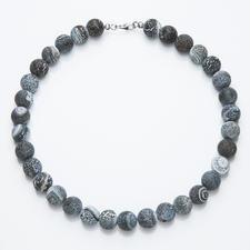 Achat-Collier - Jedes dieser Colliers ist einzigartig: graublaue Achate mit ganz individueller Ätz-Struktur.