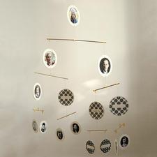 """Mobile """"La Familia"""" - Ihr Stammbaum über vier Generationen – als anschauliches Mobile."""