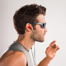 Statt teurer Massanfertigung: Diese Ohrhörer passen Sie Ihrem Gehörgang selbst an.