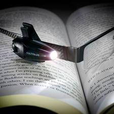 """LED-Akku-Leselicht """"Nachteule"""" - Jetzt mit Lithium-Ionen-Akku – kein lästiges Batteriewechseln mehr."""