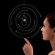 Mobile Niels Bohr Atommodell - Ikone der Physik: das Bohrsche Atommodell als kunstvolles Designer Mobile. Jedes ein Unikat.