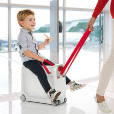 BedBox® - Verwandelt den Flugzeugsitz Ihres Kindes in ein komfortables Bett. Zugleich praktischer Handgepäck-Trolley und vergnüglicher Aufsitzkoffer.