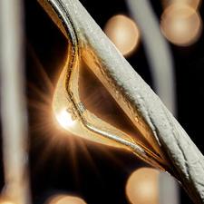 Mit Spezial-Klebeband umwickelter Kupferdraht mit unzähligen eingebundenen LEDs.