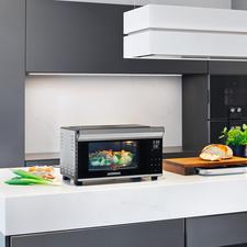 Bistro-Ofen mit Drehspiess - Jetzt noch vielseitiger: mit Rôtisserie. Perfekt zum Braten, Grillen, Backen, Toasten, Auftauen, Erwärmen. In Minuten aufgeheizt. Spart Zeit und Energie.