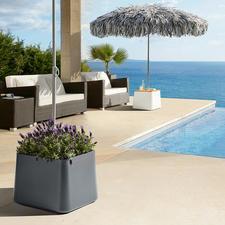 Der stabile Sonnenschirmständer ist als dekorativer Pflanzkübel oder optional als praktischer Beistelltisch nutzbar.