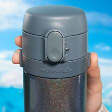 Überall frisch gebrühter Tee so wie Sie ihn mögen: Nur heisses Wasser einfüllen, Tee in das Edelstahlsieb geben und die Brüheinheit samt Deckel auf die Flasche schrauben.