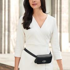 Komfortabel als trendige Gürteltasche zu tragen…