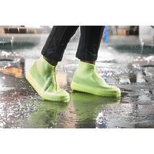 Regen-Überschuh - Stylischer Nässeschutz für Ihre Lieblingsschuhe. Aus transparentem Silikon. In coolem Sneaker-Look.