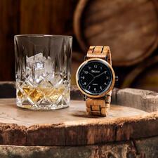 HerrenuhrausWhiskyfässern - Jede ein unverwechselbares Einzelstück. Mit hochpräzisem, japanischem Hightech-Uhrwerk.