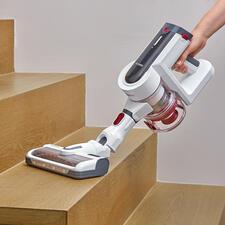 Per Knopfdruck praktischer Handsauger – z.B. für Treppen…