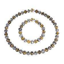 Murano-Perlenarmband oder -collier - Venezianische Pracht: schimmerndes Gold und Silber, eingefangen von edlen Perlen aus Murano-Glas.
