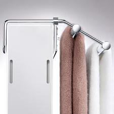 Per stufenlos verschiebbarem Bügel passen Sie den Halter exakt an die Heizkörpertiefe an.