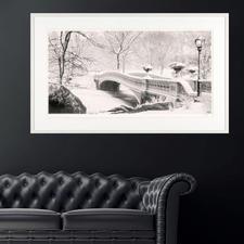 Mit einer Grösse von 150 x 91 cm wirkt das Werk perfekt über Sideboards und Sofas.