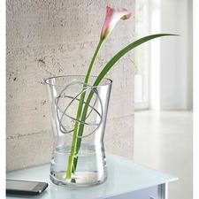 Glasvase mit Dekosphäre - Langstielige Blumenarrangements, üppige Sträusse, … – immer die perfekte Vase.