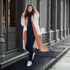 Betta Corradi Fake-Fur-Wendemantel - Der erschwingliche Designermantel vom italienischen Fake-Fur-Spezialisten Betta Corradi. Kaum von echtem Veloursleder zu unterscheiden.