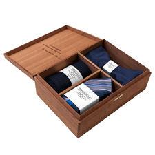 Gentleman's Agreement Accessoires-Box, Blau/Weiss/Rot - Die vielseitige Kombination aus Schleife, Socken und Einstecktuch. Von Gentleman`s Agreement.