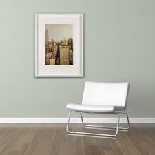 Das Werk zeigt eine stimmungsvolle Momentaufnahme New Yorks mit faszinierenden Reflexionen.