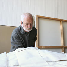Peter Weber bei seiner einzigartigen Falttechnik.