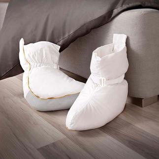 Bettschuhe Die Bettschuhe mit 120 g Halbdaunen-Füllung sorgen sogleich für behagliche Wärme.