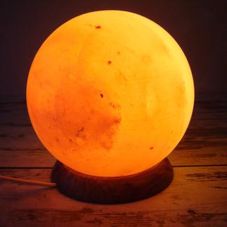 """Salzlampe """"Planet"""" Aufwändig aus dem massiven Kristallblock gedrechselt. 3 kg schwer."""
