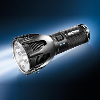 NEXTORCH™ LED-Power-Taschenlampe Unglaubliche 2.600 (!) Lumen Lichtstrom. Bis zu 445 m Reichweite. Eine Anschaffung fürs Leben.