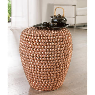 Dot Stool Copper Ganz aktuell im Kupfer-Trend: der handgefertigte Hocker aus Hunderten Metall-Halbkugeln.
