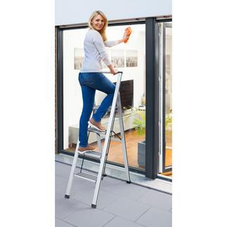 Sicherheits-Klappleiter Sicher, platzsparend und schön. Modernes Alu-Design mit extra tiefen Stufen und Haltebügel.