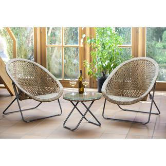 Faltbare Loungemöbel Schmal faltbar: die wohl erste Polyrattan-Garnitur, die nur minimal Stauraum braucht.