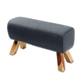 Sitzbock Extrem bequem und vielseitig erinnert der Sitzbock an das Sportgerät. Der Filz-Bezug verleiht dem Bock einen wohnlichen Charme.