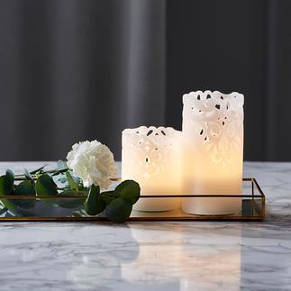 Relief-LED-Kerzen, 2er-Set Mit eleganten Spitzen-Ornamenten. Aus echtem Wachs. Stimmungsvoll indirektes Licht.