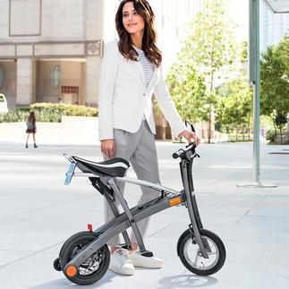 Faltbarer E-Scooter Mit 2 Handgriffen auf Trolley-Format gefaltet. Perfekt auch zum Mitnehmen in Bus, Bahn, Kofferraum, ...