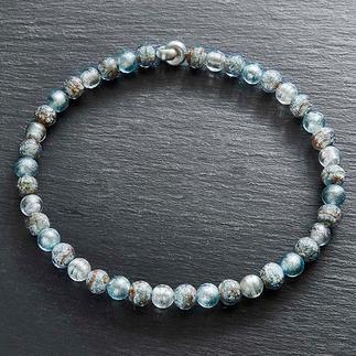 Murano-Collier Eisperlen Venezianische Pracht: schimmerndes Weissgold, eingefangen von edlen Perlen aus Murano-Glas.