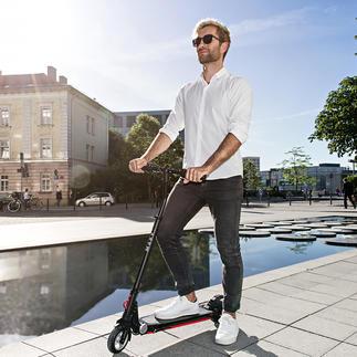Elektro-Scooter Moovi Jetzt mit extra breitem Lenker für mehr Fahrsicherheit.