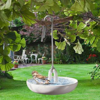 Hängendes Vogelbad Vogelbad und sicher im Baum freihängende Wasserstelle. Edles Design von Eva Solo, Dänemark.