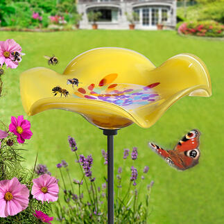 Insektentränke auf Metallstecker Die prächtige Glasblume: erfrischender Treffpunkt für Bienen, Hummeln, Falter, Vögelchen, ... Wetterfest durchgefärbt. Mit 120 cm-Erdspiess aus stabilem Metall.