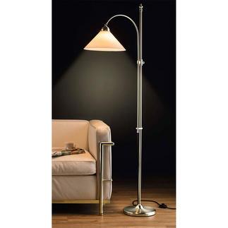 Berliner Messing-Stehlampe, Vernickelt oder Antik-Finish Noch traditionell gefertigt,aus Messing & mundgeblasenem Opalglas.  Energieklassen: Leuchte A++-E; Leuchtmittel C.