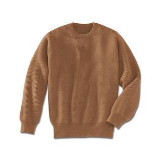 Der Pullover aus reinem Kamelhaar. Jedes Teil des Pullovers wird einzeln fully-fashioned in Form gestrickt, erst anschliessend zusammengekettelt.