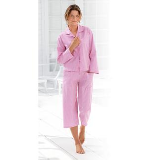 Der NOVILA Vichykaro-Pyjama in Pink/Weiss - für den ersten guten Eindruck am Morgen. Sein wertvoller Stoff kommt von einer kleinen, portugiesischen Traditionsweberei.