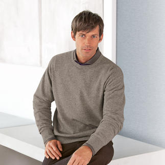 Der Pullover aus flaumweicher Yakwolle - naturbelassen und frei von Chemie. Leichter als Schurwolle. Fast so weich wie Kaschmir. Und deutlich robuster als beide.