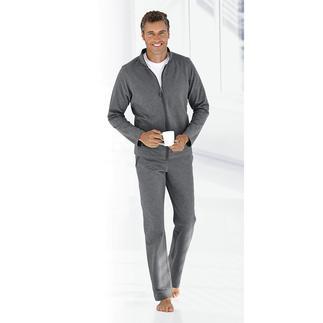 Der Loungewear-Anzug, der sportlich beim Training, schick beim Spontanbesuch ist. Sein weicher Baumwoll-Jersey erhält durch Elasthan eine samtige Oberfläche und ist besonders formstabil.