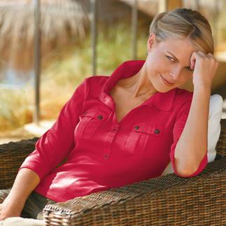 Das Blusen-Shirt von Saint James: Schick wie eine Bluse, aber vielseitig und pflegeleicht wie ein T-Shirt. Aus weichem Interlock-Jersey mit konfektioniertem Kragen, modischem 3/4-Arm und aufgesetzten Brusttaschen.