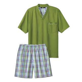 Der Lieblings-Pyjama zum kleinen Preis. Made in Germany von einem leistungsfähigen Spezialisten aus Sachsen. Weiches Jersey-Shirt in frischem Grün. Dezent karierte Shorts aus feinem Baumwoll-Popeline.