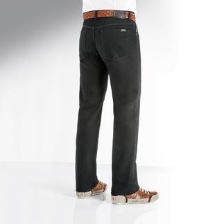 Die schwarze Jeans, die auch schwarz bleibt. Endlich eine wirklich farbbeständige Jeans. Wäsche für Wäsche. Von Hosen-Spezialist Brax, seit 1888.