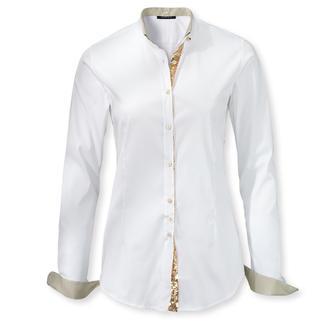 Die unverzichtbaren weissen Basic-Blusen – aber mit neuen, raffinierten Details. Heute klassische Hemdbluse. Morgen legere Stehkragenbluse. Von Sans Fixe Dimore, Ialien.