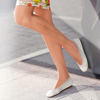 Die Yosi Samra Soft-Ballerinas: so bequem wie Ihre Hausschuhe. Ultraleicht. Supersoft. Anschmiegsam. Die dekorative Karee-Stanzung belüftet Ihre Füsse. Und die Ballerinas passen in jede Handtasche.