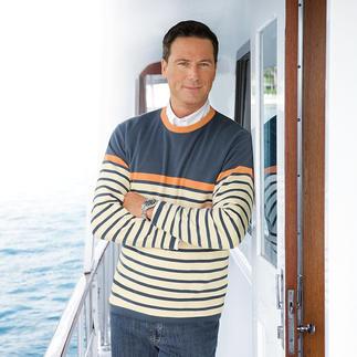 Der Pima-Cotton-Pullover mit jeansblauen Ringeln. Leicht, luftig und streichelzart auf blosser Haut. Aus seltener, peruanischer Baumwolle.