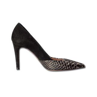 Die 7cm-High Heels - elegante Höhe - aber erstaunlich bequem. Ein Meisterwerk spanischer Schuhmacherkunst. Der Absatz verschmilzt optisch mit der Fersenkappe - wirkt dadurch wie ein High Heel mit einer Höhe von 10 cm.